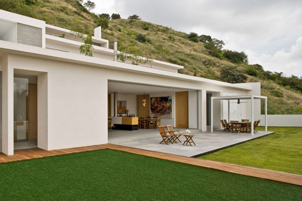 front-Mountain-House-modern-design