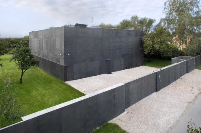 safe-house-wall-protection-665x443